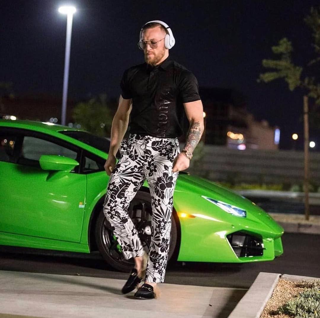 Conor Mcgregor And His Green Lamborghini Celebrity Cars Conor Mcgregor Style Conor Mcgregor Celebrity Cars