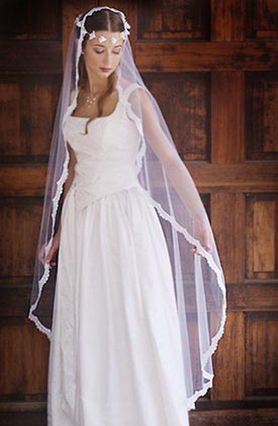 Celtic wedding dress.  Cambierei la coroncina con una tiara e farei l´orlo del velo piú delicato.