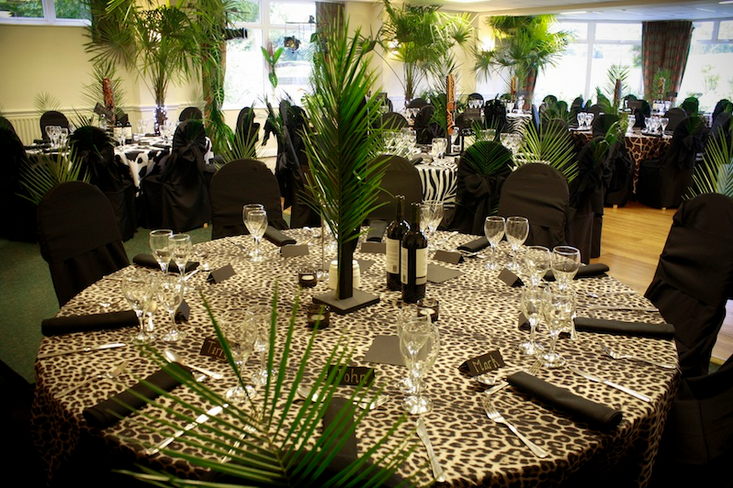Jungle Themed Dinner Party All This Needs Are Some Jaguar Blanc
