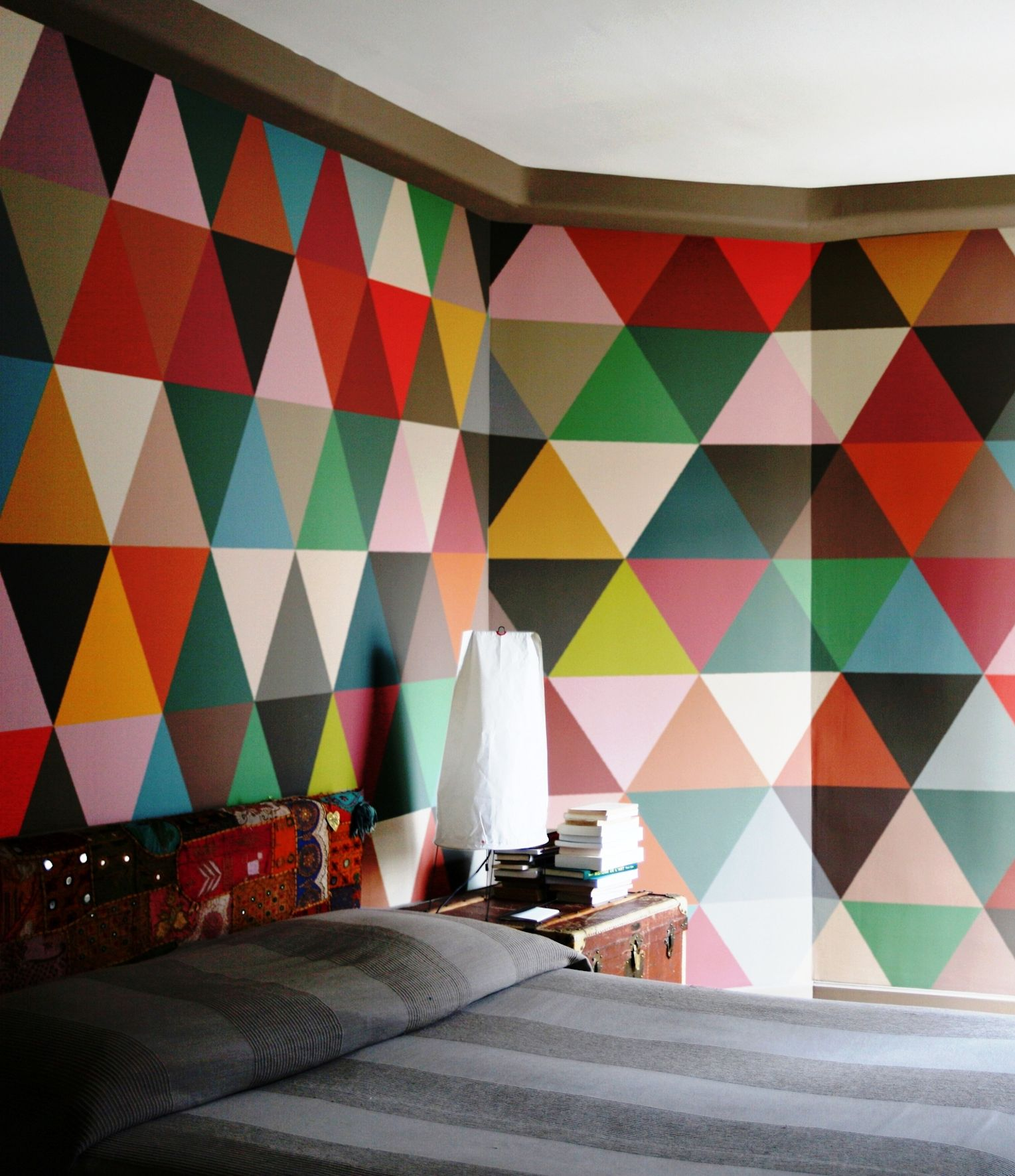 Minakani | Wallpaper   Not enough people experiment with bright walls - Studio Minakani
