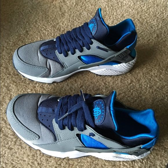 best authentic a6c09 b21b3 Nike Air Huarache Brand new worn 5 times. Please note crease in the front.  Otherwise perfect condition Nike Shoes Sneakers