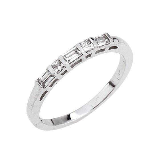 Luxusní atypický stříbrný prsten s kruhy spojenými do kříže zdobí drobné  čiré zirkony.  ae50152814e