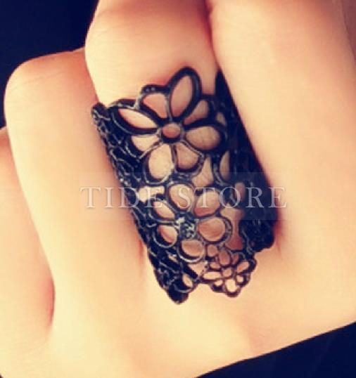 US7.99 Fashion Hollow Florals Pure Color Lady's Ring.