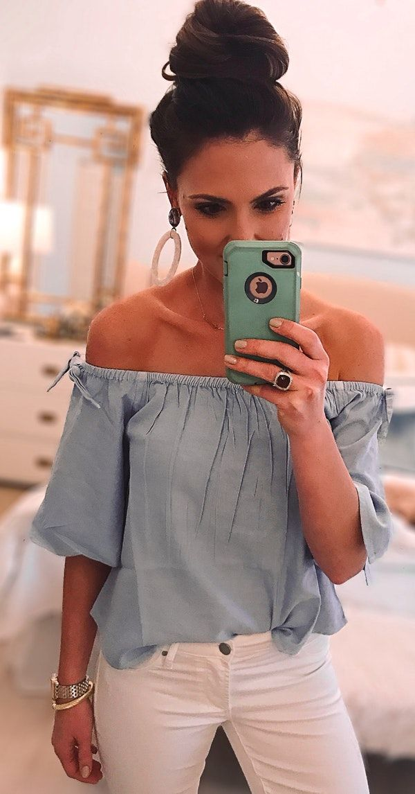 #spring #outfits women in blue off-shoulder top and white pants holding silver iPhone 6 with blue case. Pic by @styleyoursenses