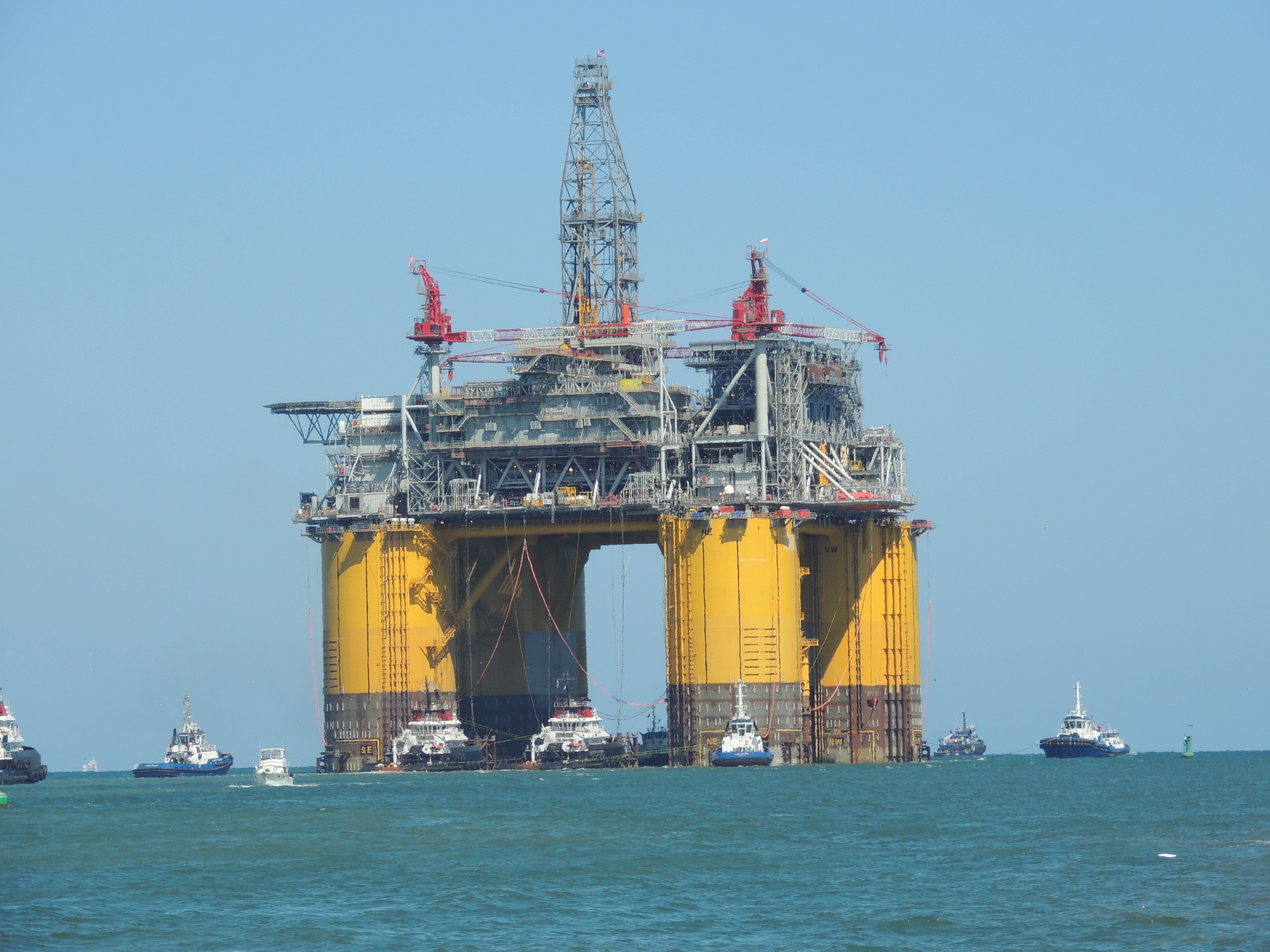 Shell Olympus Offshore Rig Leaving Jetties In Port Aransas