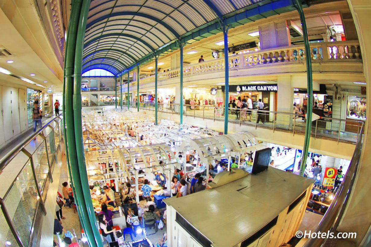 The Old Siam Plaza On Burapha Road Is A Shopping Mall In Bangkok S Old Town Most Of The Indoor Malls Here Are Outdated But Often Bangkok Shopping Bangkok Siam