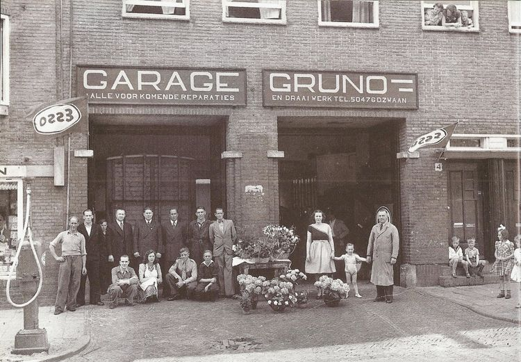 1948 personnel of the auto repair shop garage gruno in for Molukkenstraat amsterdam