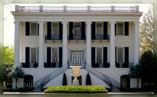 University of alabama alabama mansion and greek for Southern architectural styles