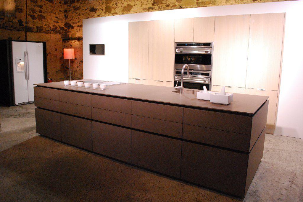 Eine Luxusküche Mit Kücheninsel Und Amerikanischen Geräten