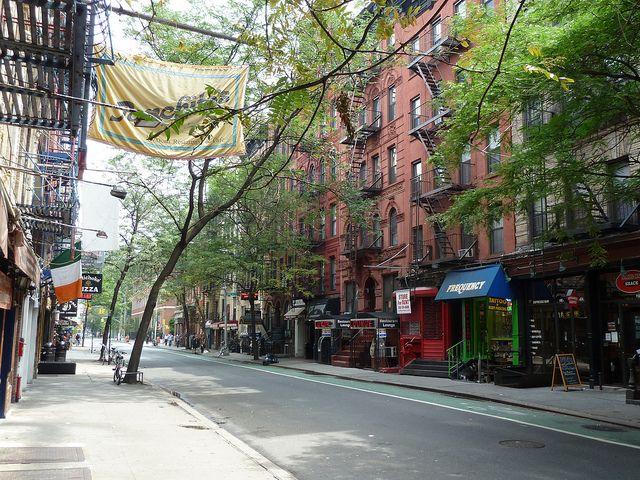 Street Scene In Greenwich Village New York Street Scenes Greenwich Village Nyc