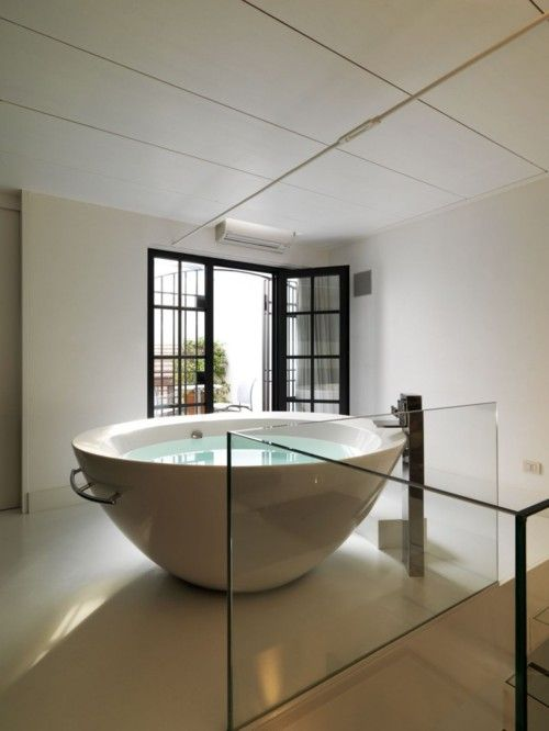 Not sure how you get in but otherwise, what a pretty bath ...