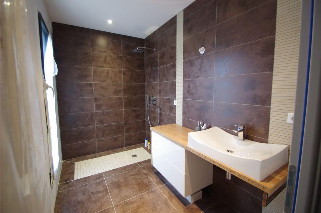 Salle de bain - salle du0027eau 55m2 teintes murales beige - Cote Du0027or - salle de bains beige