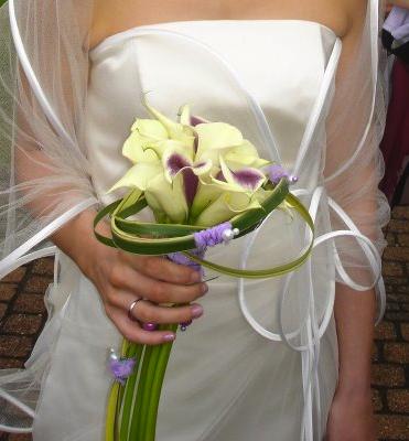 bouquet de mariee arum et tige mariage theme violet. Black Bedroom Furniture Sets. Home Design Ideas