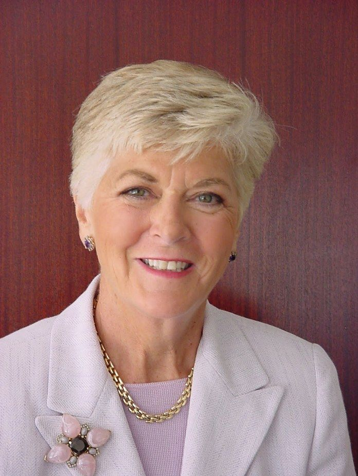 Short Haircuts For Women Over 60 With Thick Hair 10