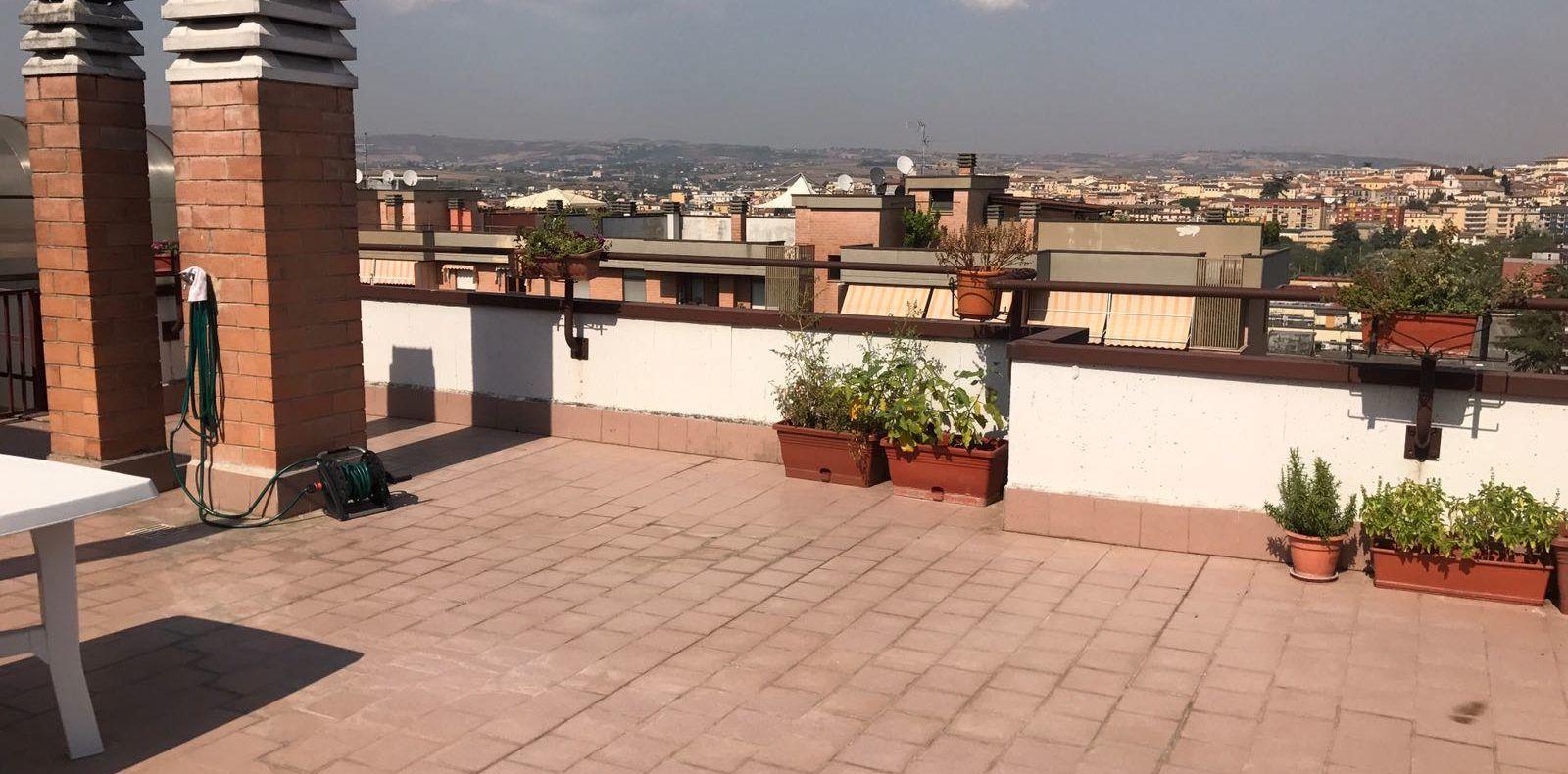 Appartamento con terrazzo – cantina e box auto – Via Luigi Piccinato ...