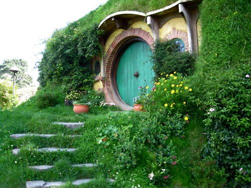 Hobbit House, New Zealand  photo via blackoceans