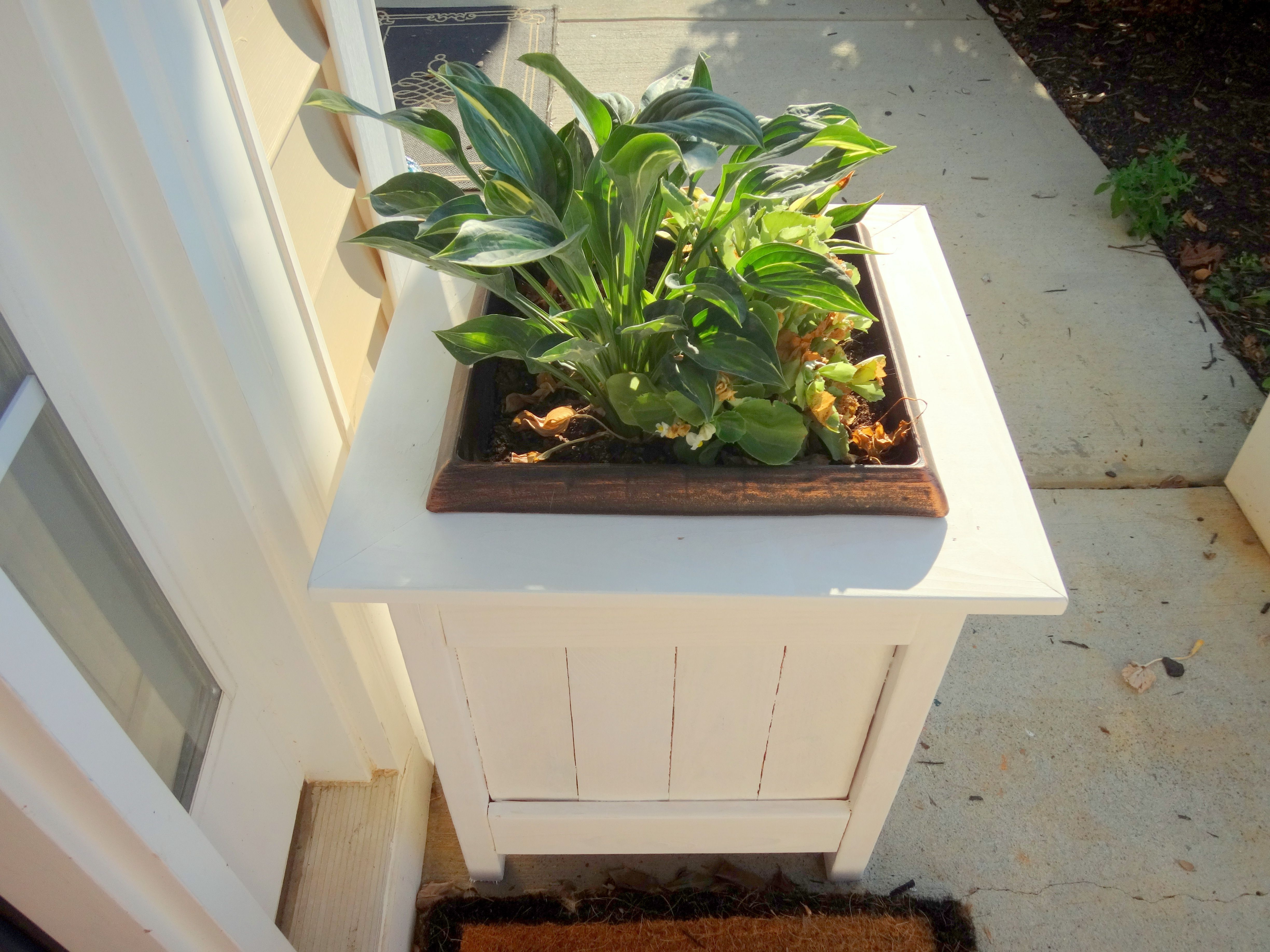 Diy planter boxes with pallet wood do it yourself home for Do it yourself woodworking plans