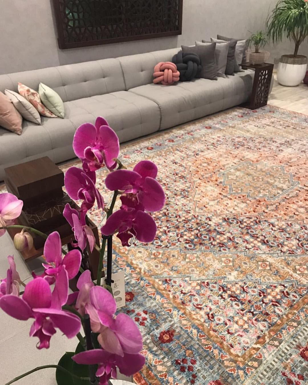 Pin By Lama On Rugs Living Room Design Decor Classic Interior Design Living Room Home Design Decor