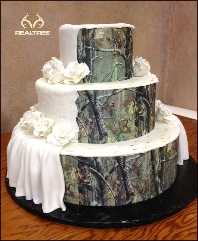 I Wouldnt Be Oppose To This Camo Wedding Cake But Id Probably Get Some On My Side Too