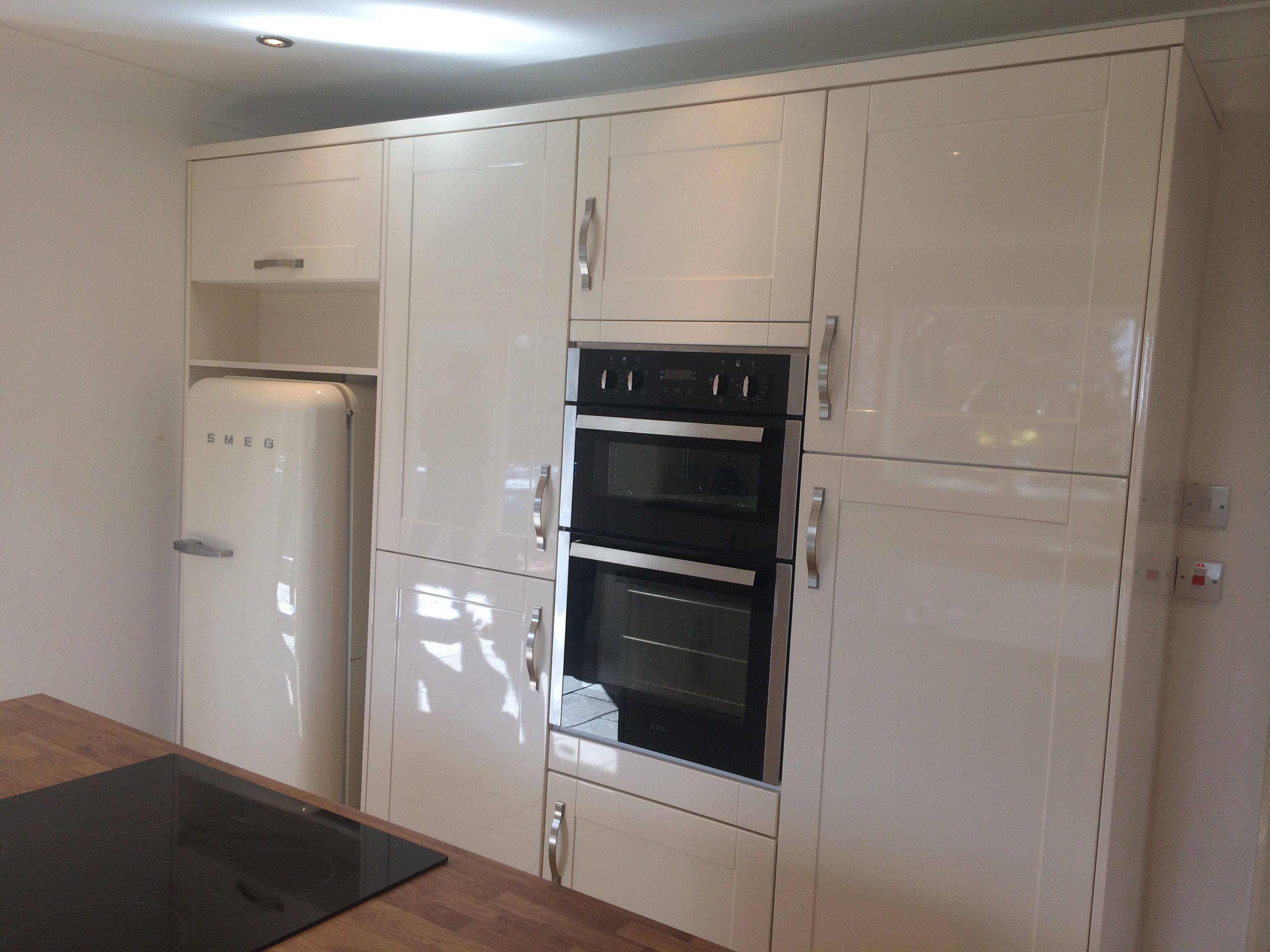High Gloss Cream Shaker Style Oak Laminate Effect Worktop Total Transformation This Was The Dining Shaker Kitchen Cabinets Kitchen Design Kitchen Cabinets