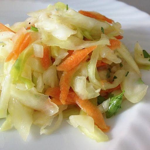 Wer einmal einen guten selbstgemachten Krautsalat gegessen hat, ißt nie wieder einen gekauften. Dieser hier ist unser absoluter Liebling u... #recipeforbananapudding