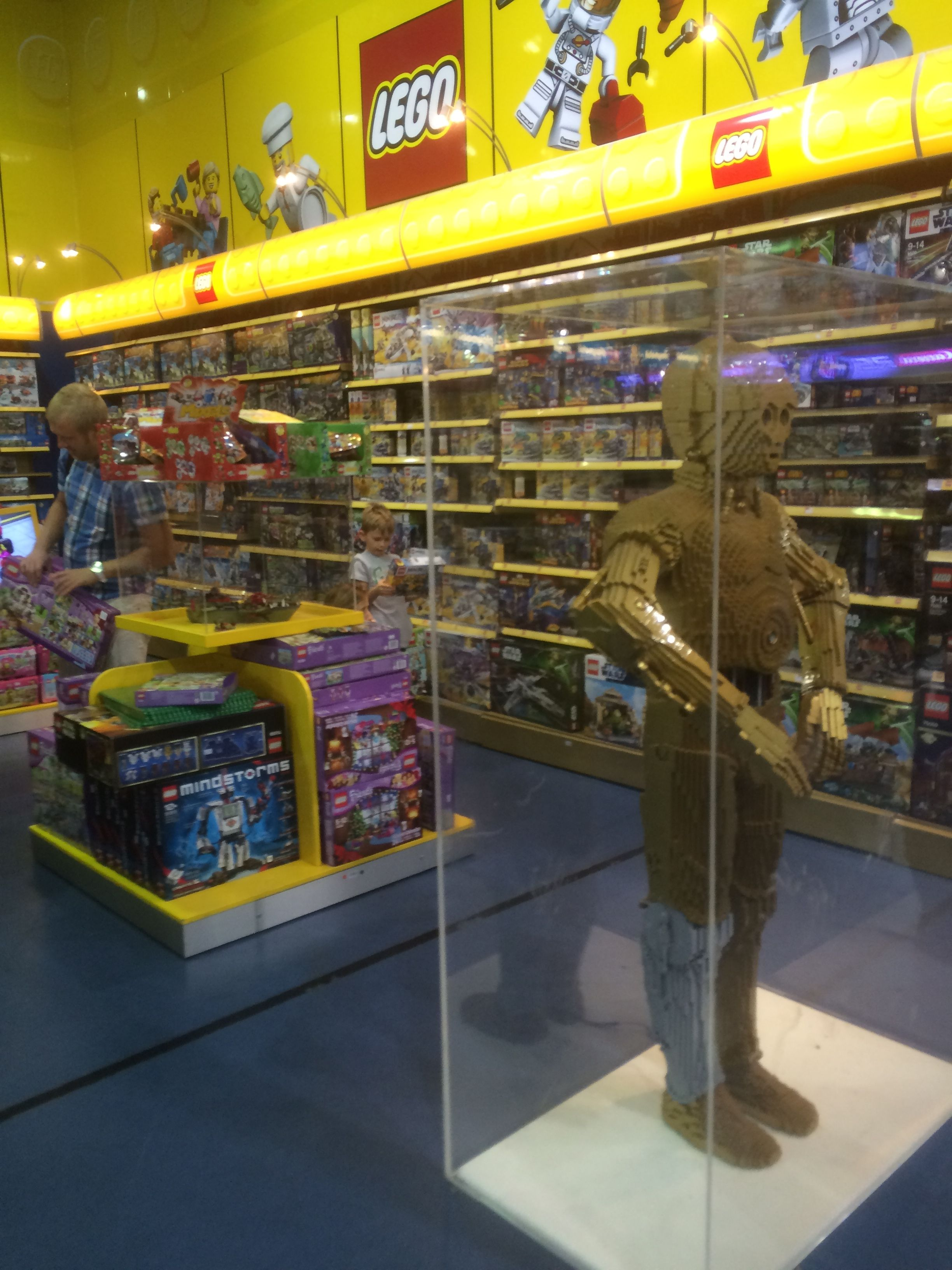 Lovely Hamleys   UAE   Dubai Mall   Toys   Lifestyle   Landscape   Layout   Visual  Merchandising   Www.clearretailgroup.eu | Visual Merchandising | Pinterest  ...