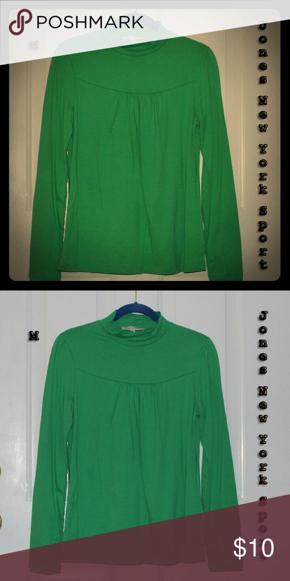 Gr8 value! 🍀Kelly green top w/yoke neckline🍀 💚Soft & cozy