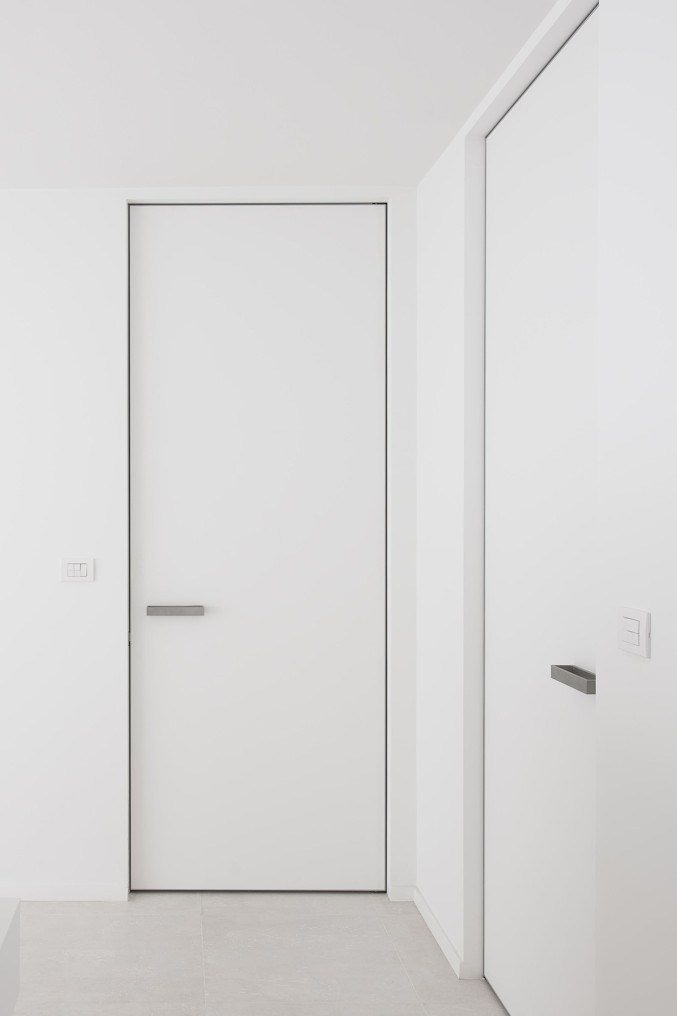 Interior door with invisible door frame, made-to-measure by ...