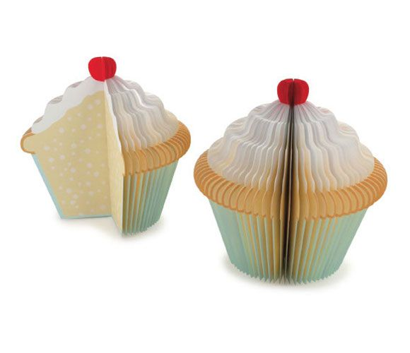 {Cupcake Memo Pad} tasty idea! just don't reach for it when you're hungry ;)