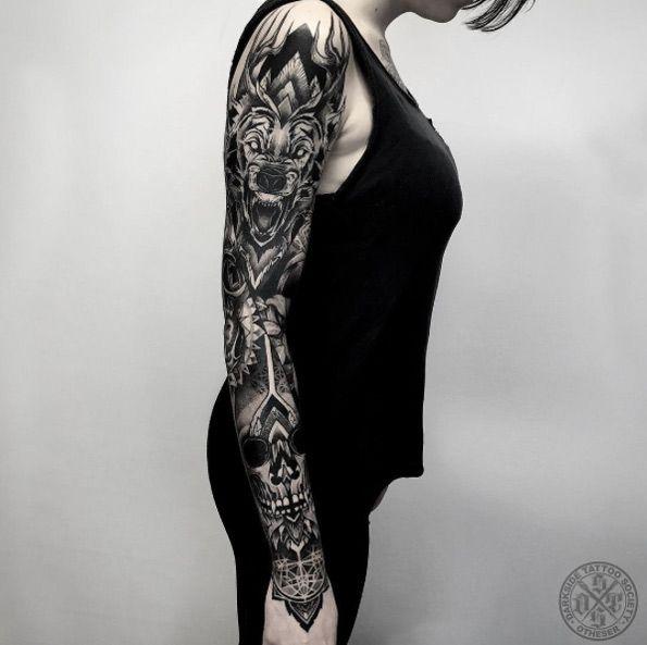 Schwerer Blackwork Sleeve Von Darkside Tattoo Animal Sleeve Tattoo Tattoos For Women Full Sleeve Tattoos