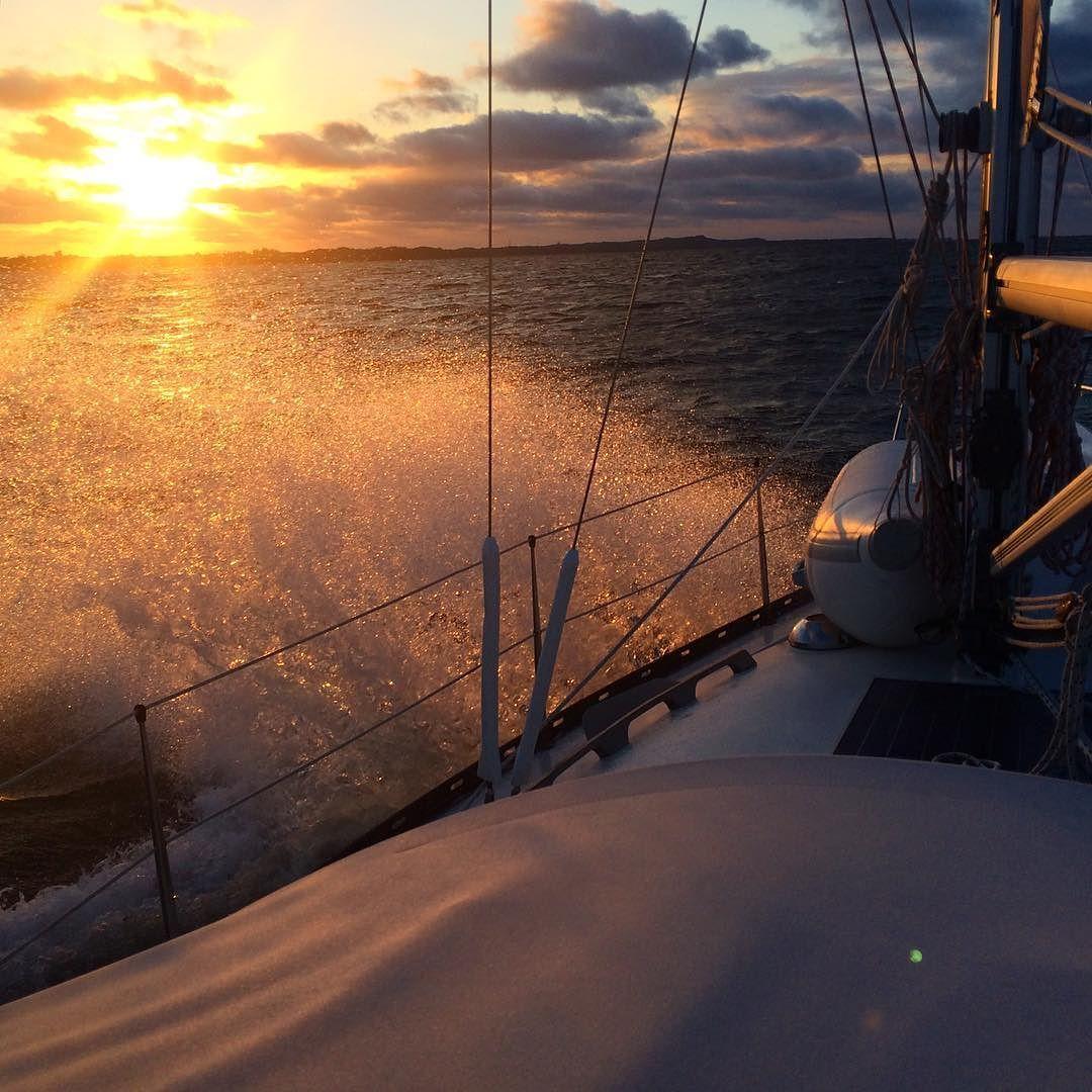 På vej mod Fur - solnedgang og bølgestrøjt [ on our way to a small island called Fur ] #solnedgang #sunset #sejlerliv #sejler #sejlbåd #sailing #sailboat #igersdenmark #loves_denmark #visitdenmark #ig_week_nature #ig_week_denmark #exclusive_sunset #bestshotz_nature #igdaily #igersoftheday #limfjorden #ohøjmartha by annettedrastrup