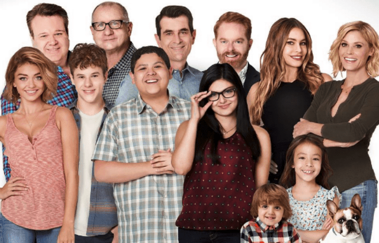 The Major Appeal Of This Show Is Just How Much Of It Exists There Are Currently 9 Seasons And At The Modern Family Modern Family Tv Show Modern Family Gloria