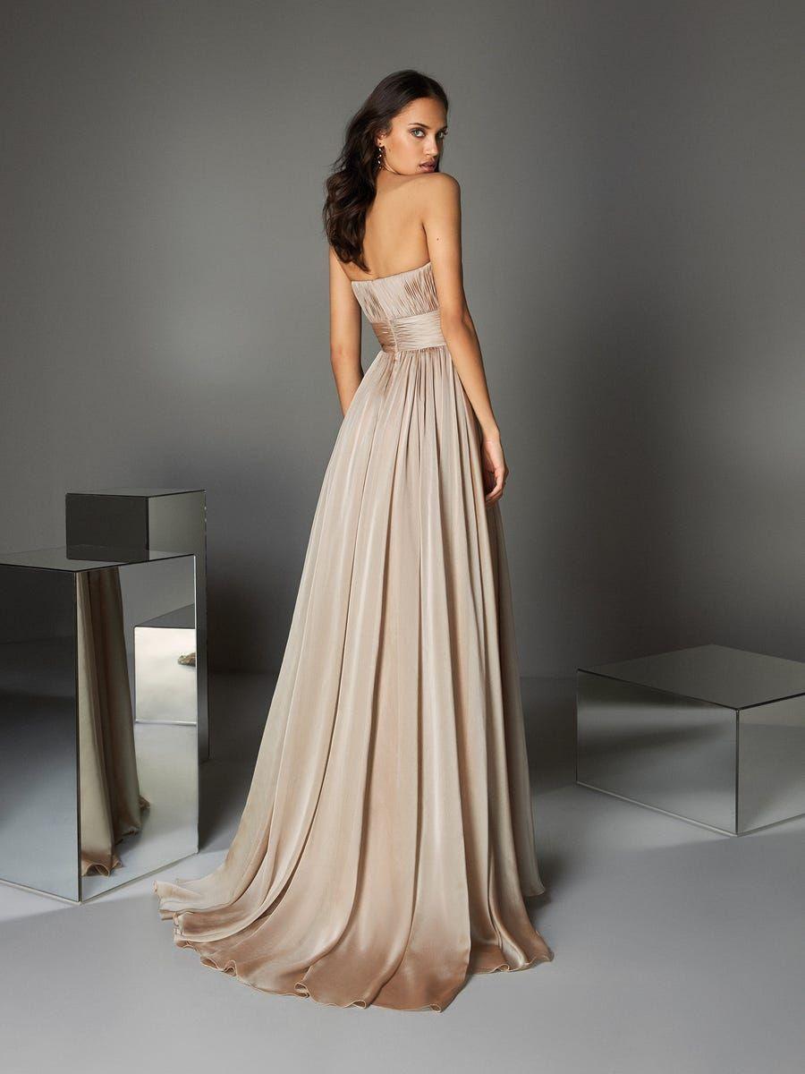 Rückenfreies, drapiertes Kleid mit ausgestelltem Rock  Pronovias