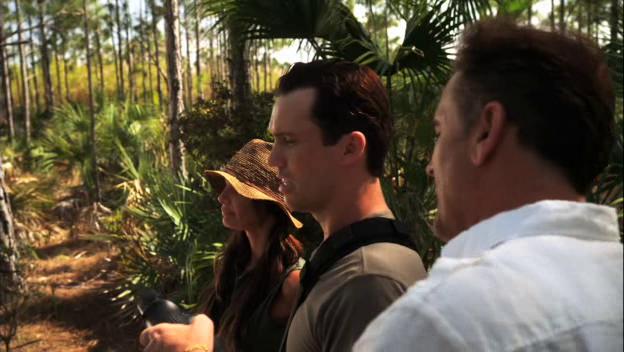 "Burn Notice 5x01 ""Company Man"" - Michael Westen (Jeffrey Donovan), Fiona Glenanne (Gabrielle Anwar) & Sam Axe (Bruce Campbell)"