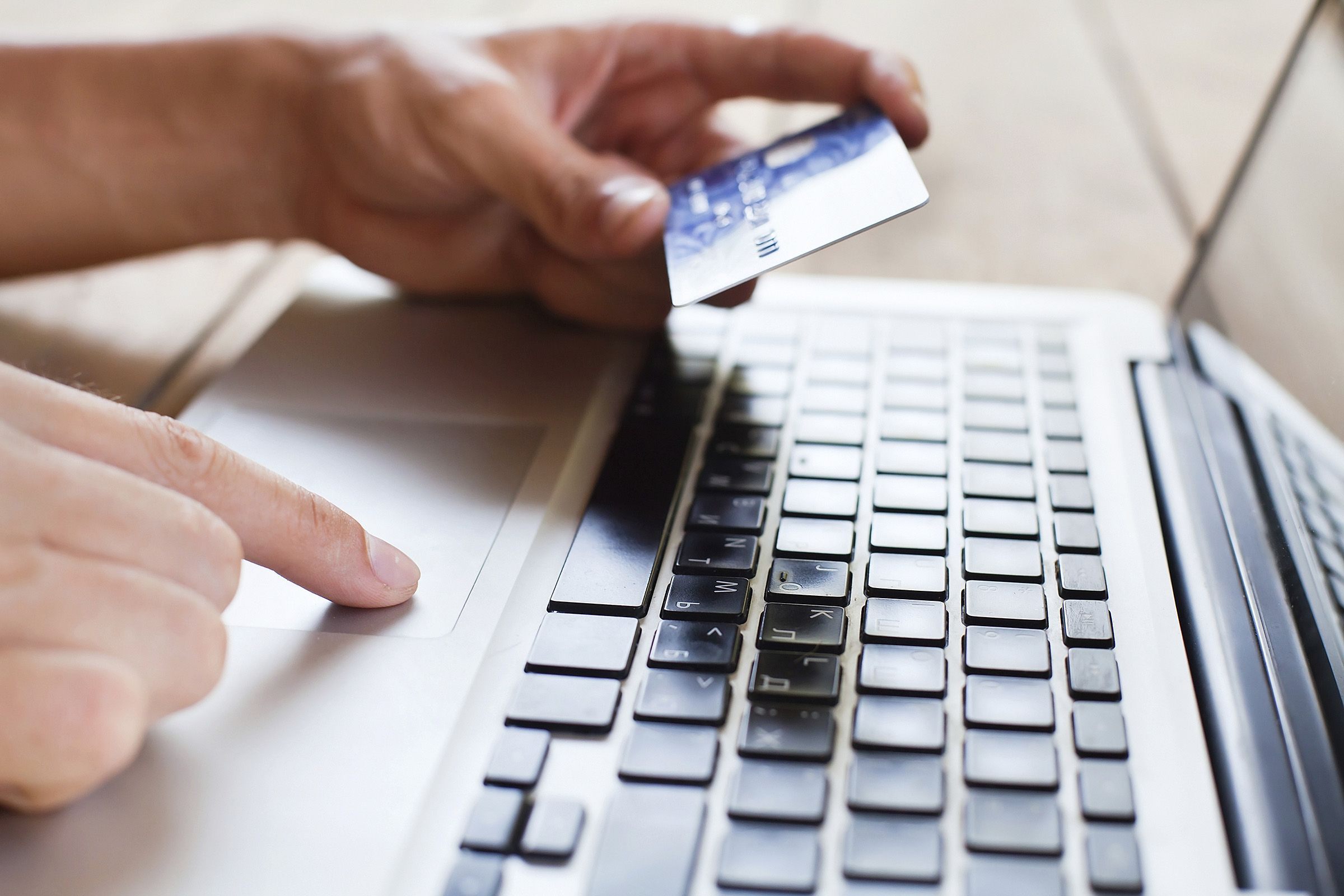 Six Habits Of People With Excellent Credit Scores Paying Bills