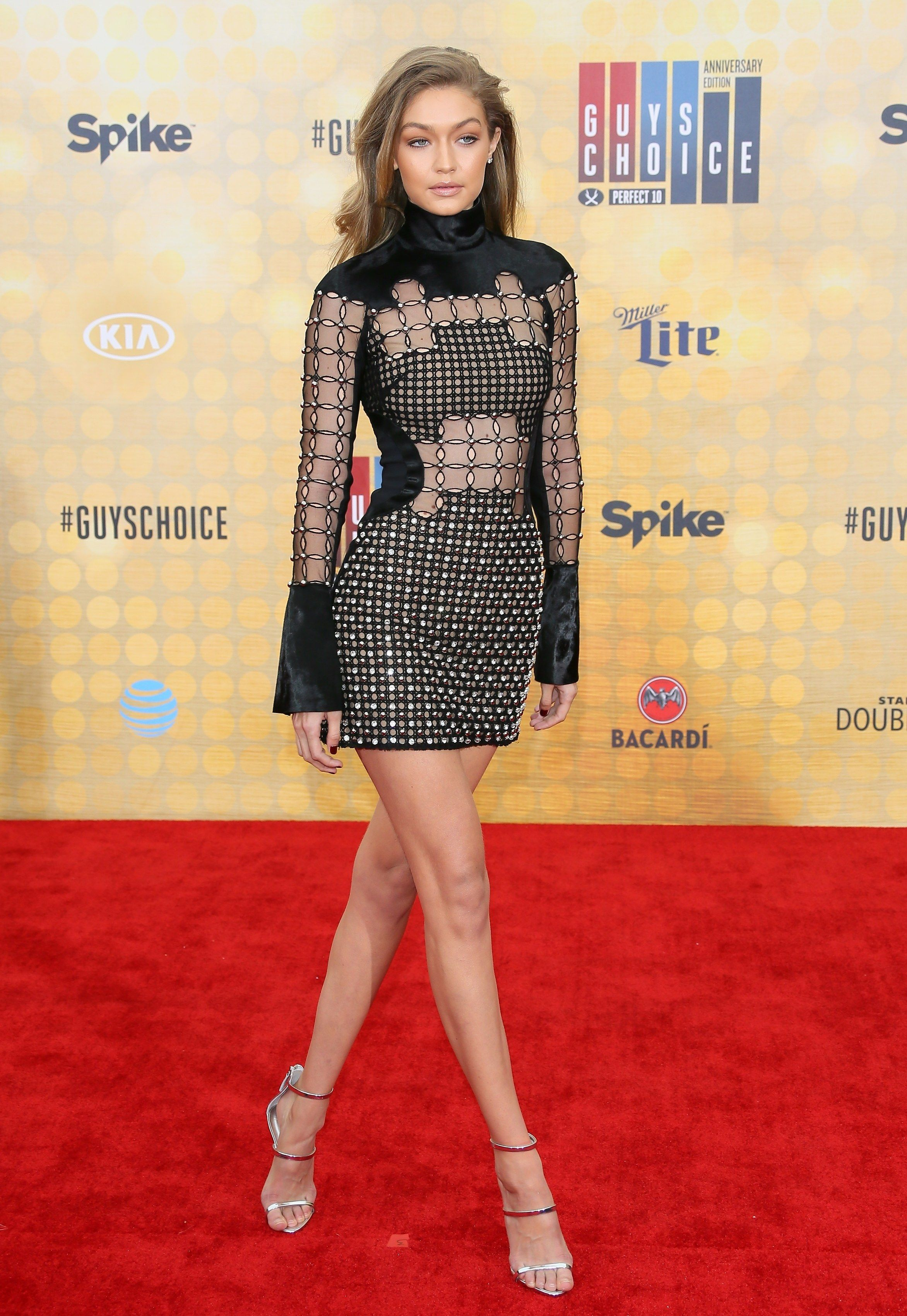Gigi Hadid Gives J Lo A Run For Her Money With Outfit Changes At The Amas Gigi Hadid Outfits Fashion Gigi Hadid Dresses [ 3000 x 2000 Pixel ]