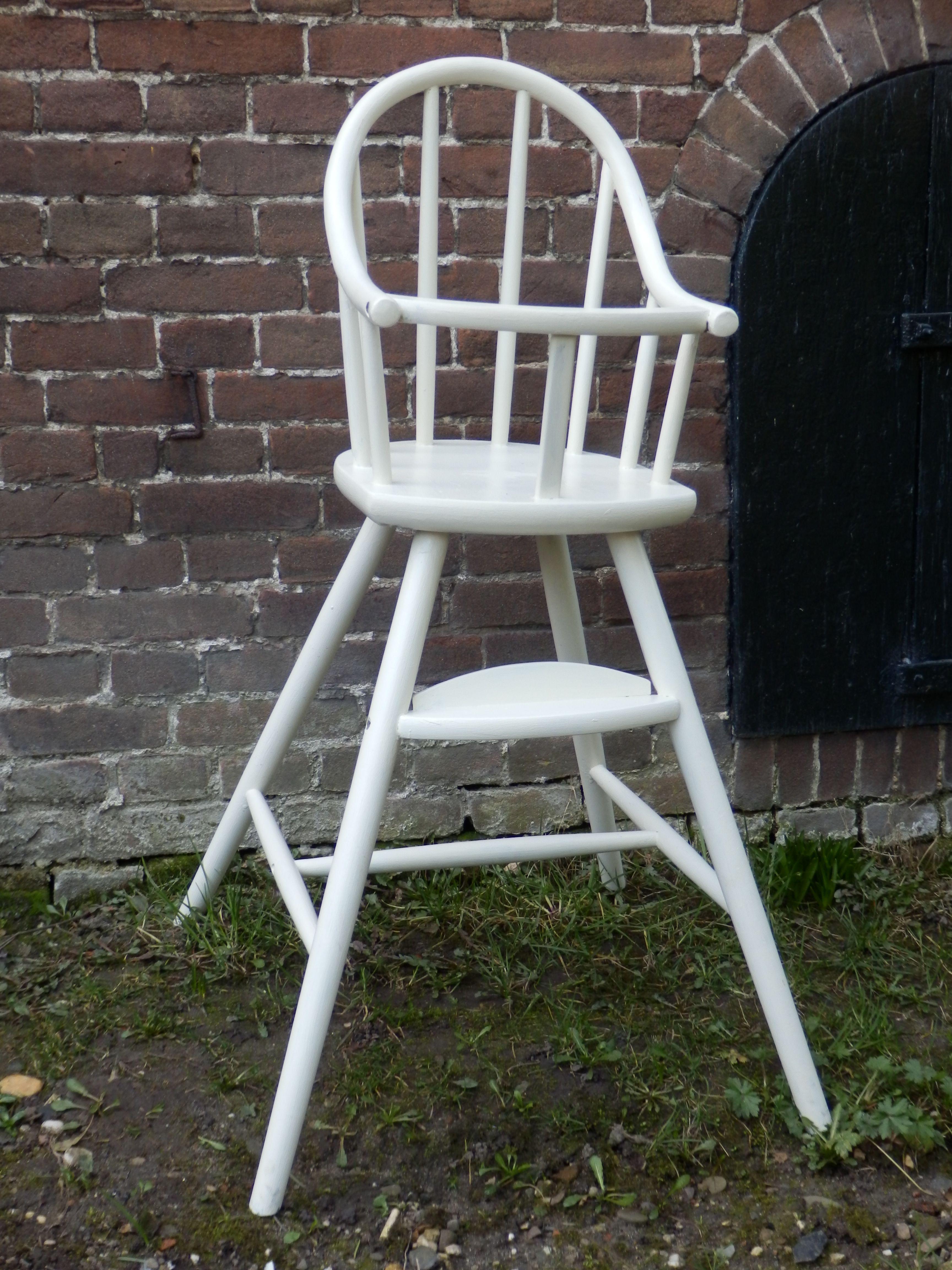 Kinderstoel Wit Hout.Verkocht Witte Houten Kinderstoel Brocante Stijl De Stoel Is Wit