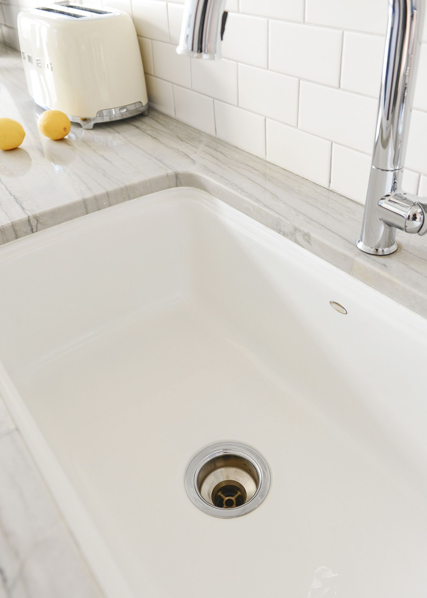 how to clean a white enamel sink and