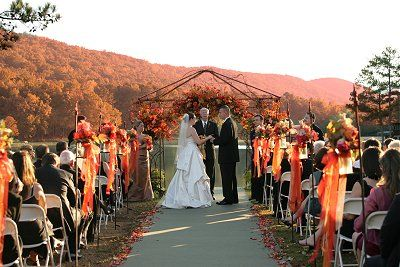 Outdoor Weddings In Autumn Can Be So Beautiful!