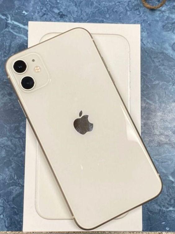 Apple iPhone 11 Fully Unlocked (Renewed)