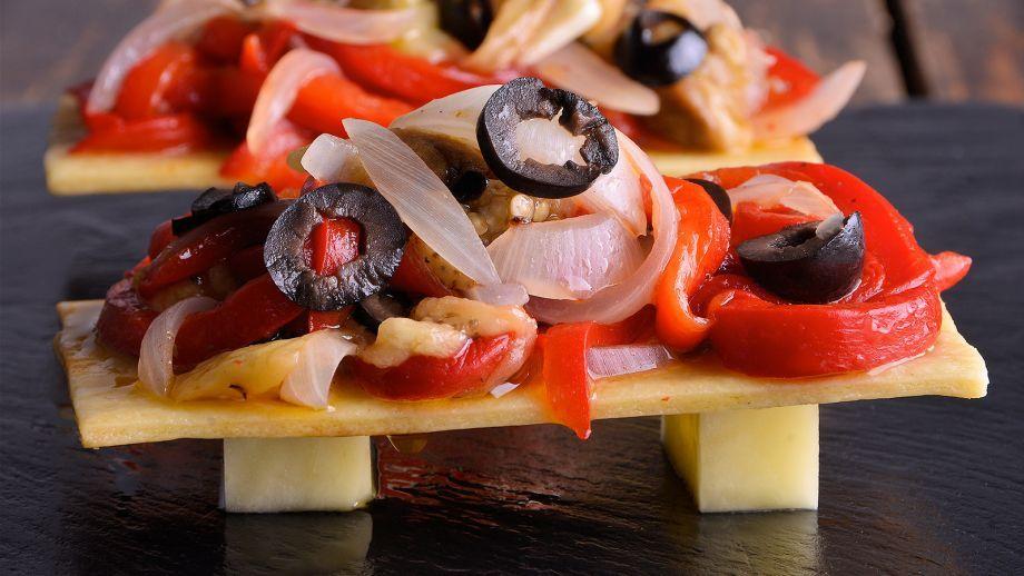 http://canalcocina.es/receta/tostas-de-escalibada