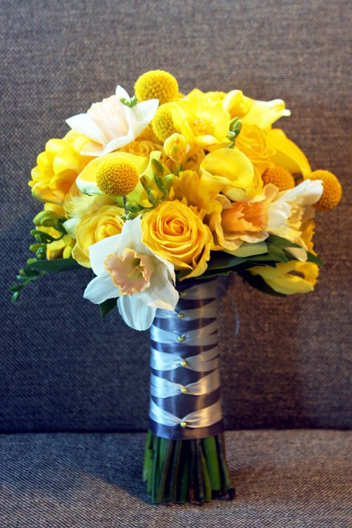 Yellow roses and daffodils.... Maybe in fall colors??? Burnt orange or deep red????