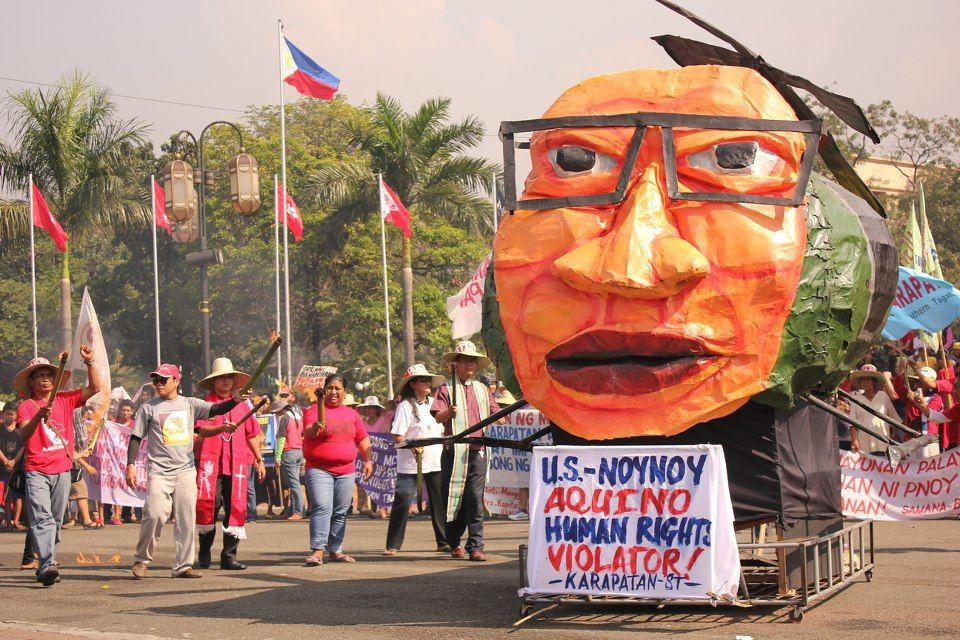 December 2012 Protest At Dole Effigy Burning Effigy Giant People Natural Landmarks