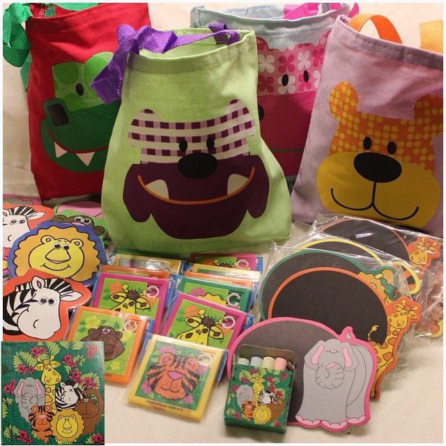 Gift Box Shop On Instagram نقدم لكم مجموعة حديقة الحيوان Zoo السعر شنطة صبورة طباشير ١٥ ريال شنطة دفتر ملاحظات ١ Crafts For Kids Gifts Crafts