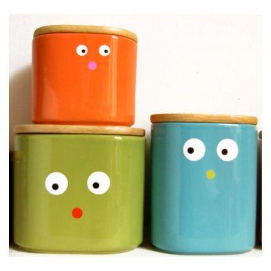 """Stickers """"Tas de beaux yeux"""" - FIFI MANDIRAC Planches de stickers en forme d'œil pour donner vie aux objets quotidiens (lampe, vélo, tasse…). Trop rigolo ! Fifi Mandirac nous ravit avec sa jolie papeterie, ses petites fleurs ou ses motifs rigolos. Pour annoncer une bonne nouvelle ou faire un petit cadeau, chez Fifi Mandirac vous êtes sûr de trouver votre bonheur. Dimensions : 21 x 30 cm"""