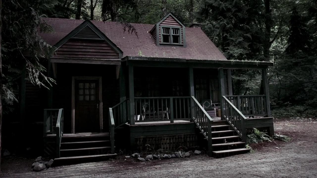 Pin by 𝒌𝒆𝒏 ・ཾ༵ 𑁍 on ┊elliot hawdon Creepy houses, Cabin