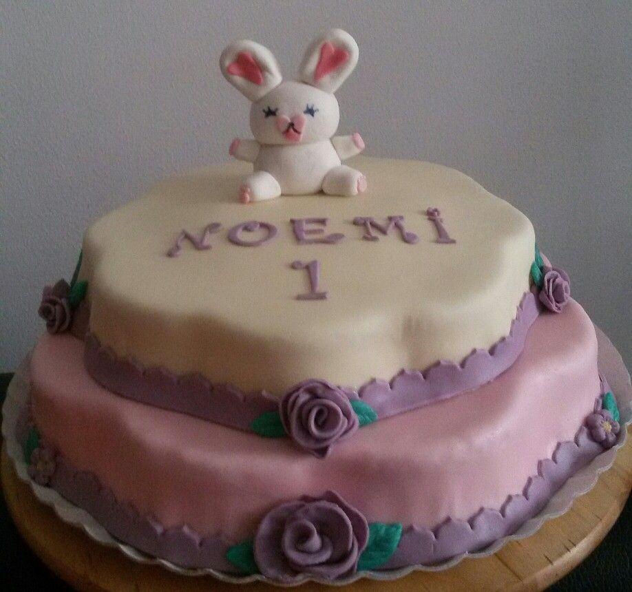 Torta Compleanno Noemi.Il Primo Anno Di Noemi Torta A Piani In Cioccolato Plastico Bianco E Pasta Di Zucchero Rosa E Viola Mofy Cake Torte A Piani Torte Cioccolato
