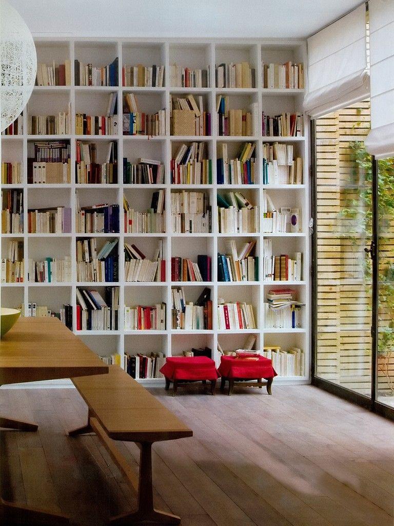 Sala de estar com estante para livros furniture - Estante para libros ...