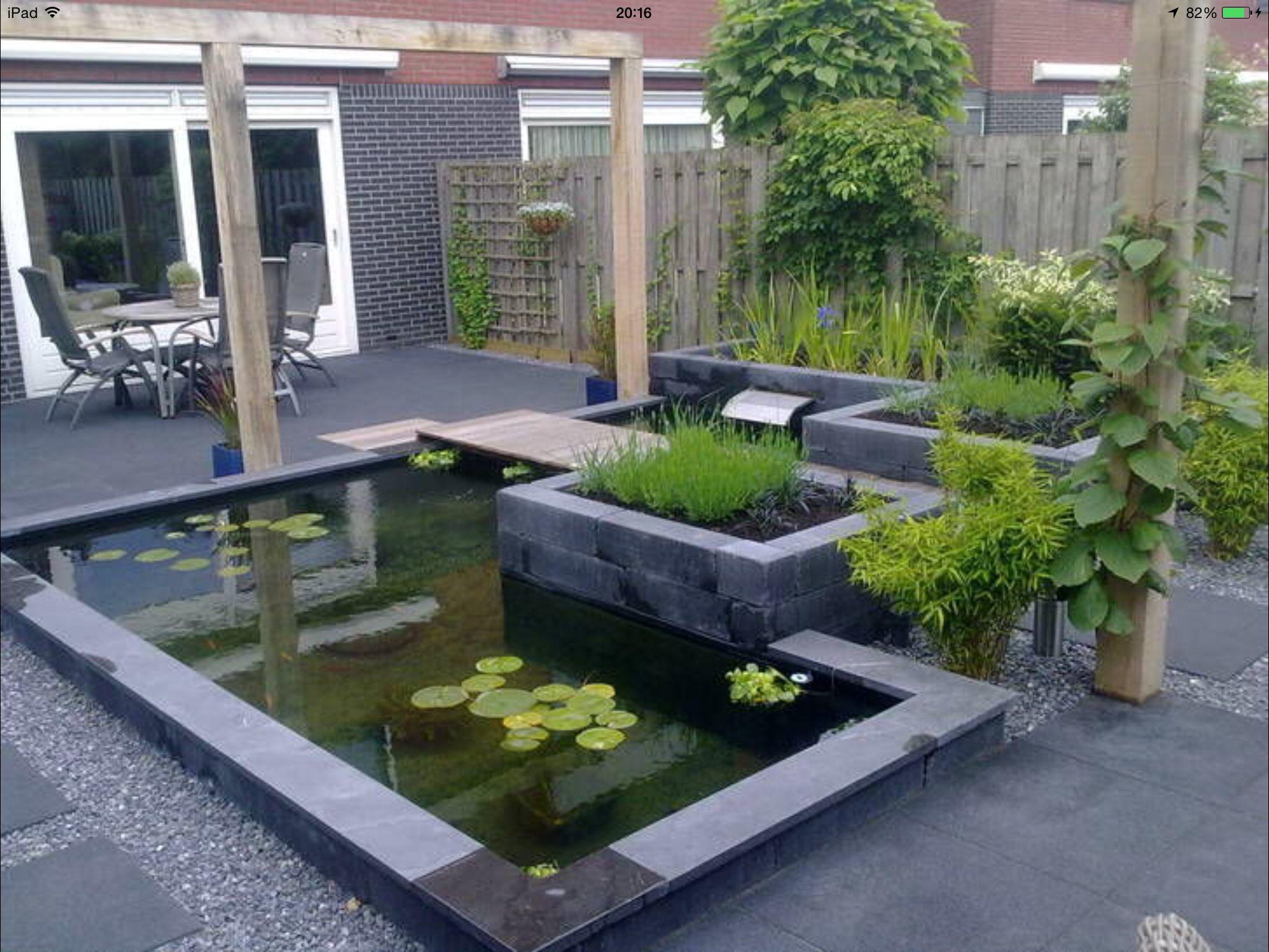 Strakke vijver met bruggetje tuin pinterest tuin for Vijver voor kleine tuin