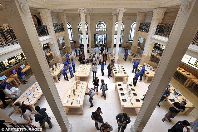 Armed Raiders Wielding Handguns Raid Paris Apple Store And Flee With 1million Worth Of I Gadgets Apple Store World Church Interior
